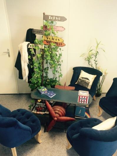 Le contenu de la vigie nous a suivi, c'est le principal : un coin boudoir et l'algeco gagne une âme ! © Ozelys