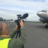 Le réalisateur Ozelys met en boîte les images qui nous serviront pour le clip de promotion de l'aéroport